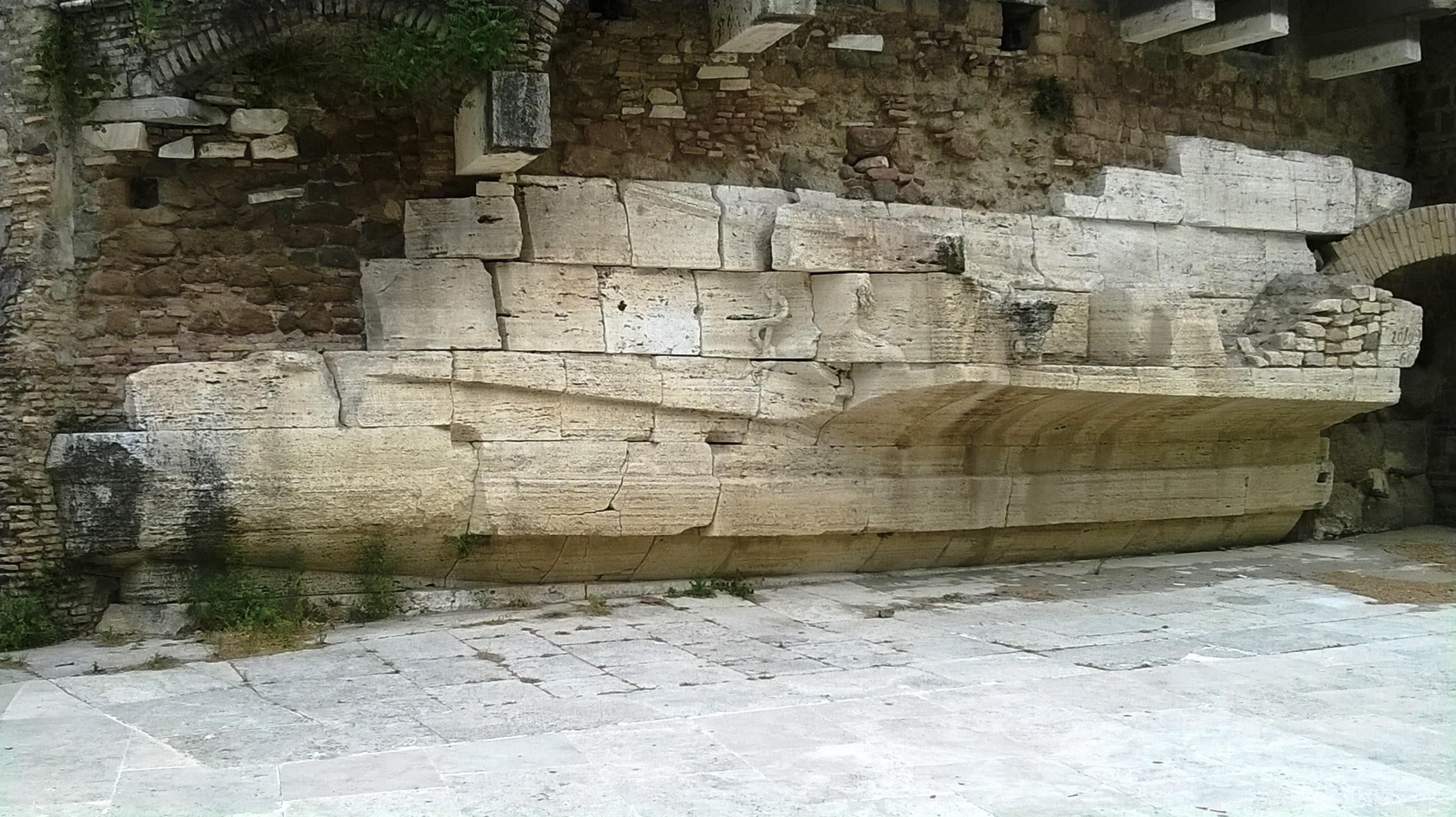 http://www.ancientportsantiques.com/wp-content/uploads/2011/07/Tiberina4.jpg